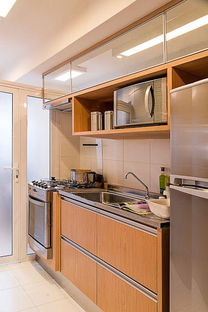 Um Adoravel E Pequeno Apartamento Decorado A Madeira E Tons