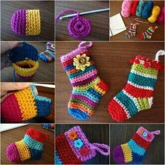 Little Christmas socks from Le monde de Sucrette: http://goo.gl/MNR4Oa -Pamela #crochet #crafts #art #crochetersanonymous.com