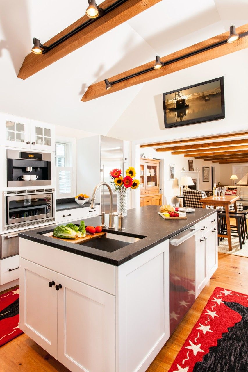 Cottage Style Kitchen Addition To A Cape Cod Style Home: Home Contractors Cape Cod - Kitchen Addition - Barnstable - Patriot Builders
