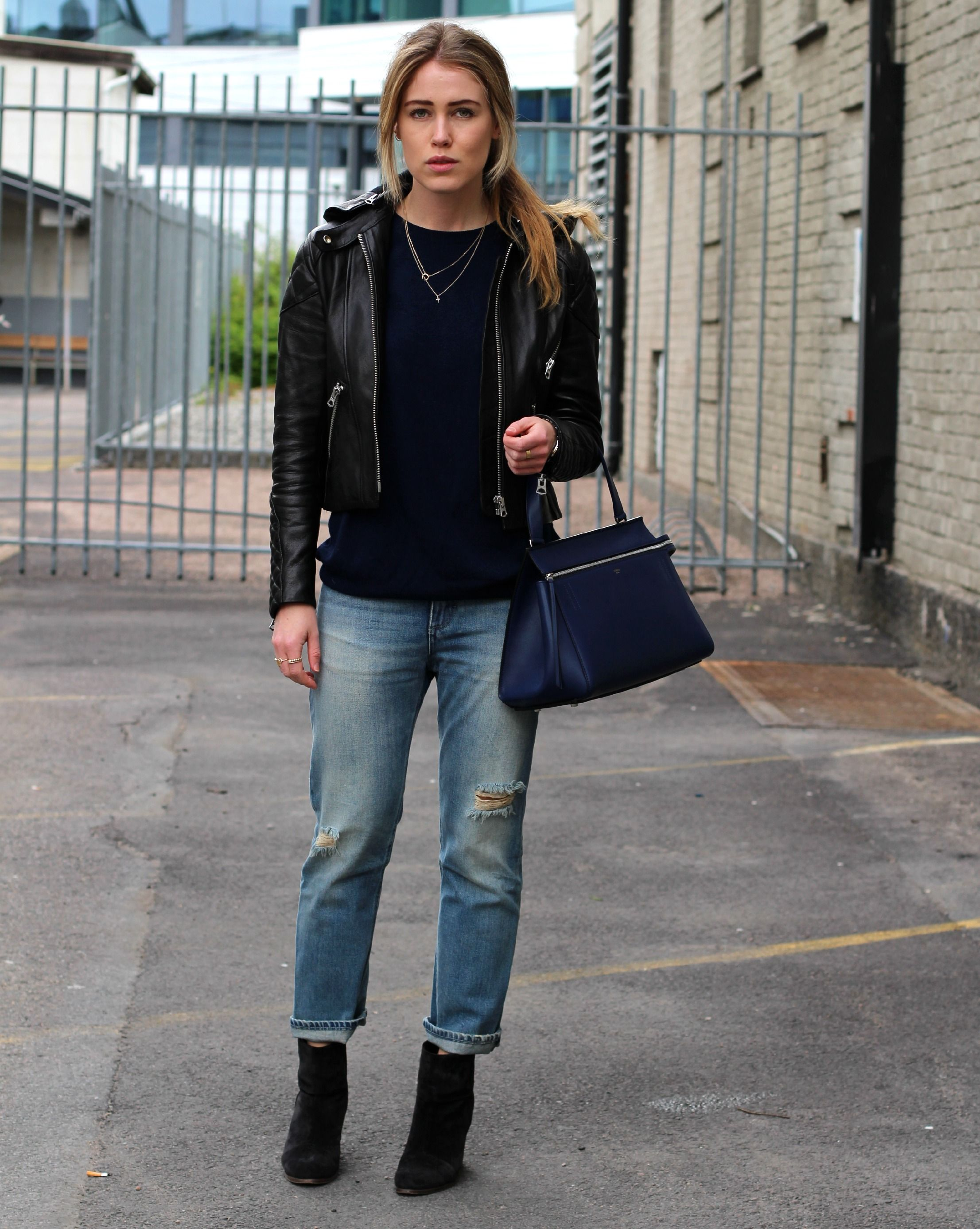 fe7c598859 Annabel Rosendahl    Black ankle boots and sweater + boyfriend jeans +  leather jacket    casual fall style