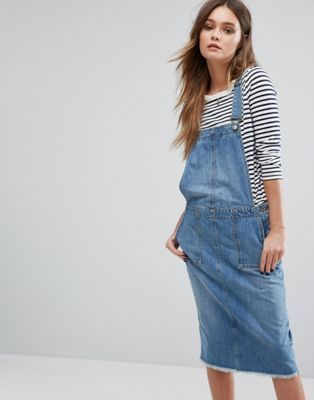 "495cab88444 Only Pinafore Denim dress - Back slit - Complete the look with a striped  long sleeve T-shirt - Model wears a UK 8 EU 36 US 4 and is 170 cm 5 7"" tall"