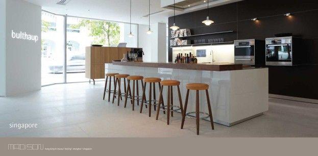 leicht erh hte theke fronten glatt und abwischbar beleuchtung ber kienzle bar k che. Black Bedroom Furniture Sets. Home Design Ideas