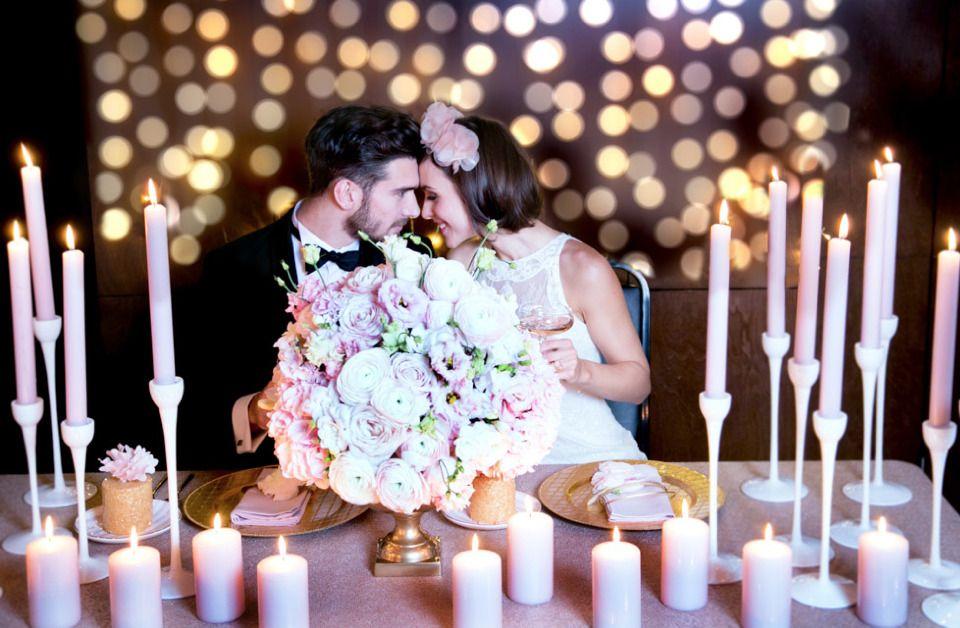 Kerzenlicht und Blütenpracht