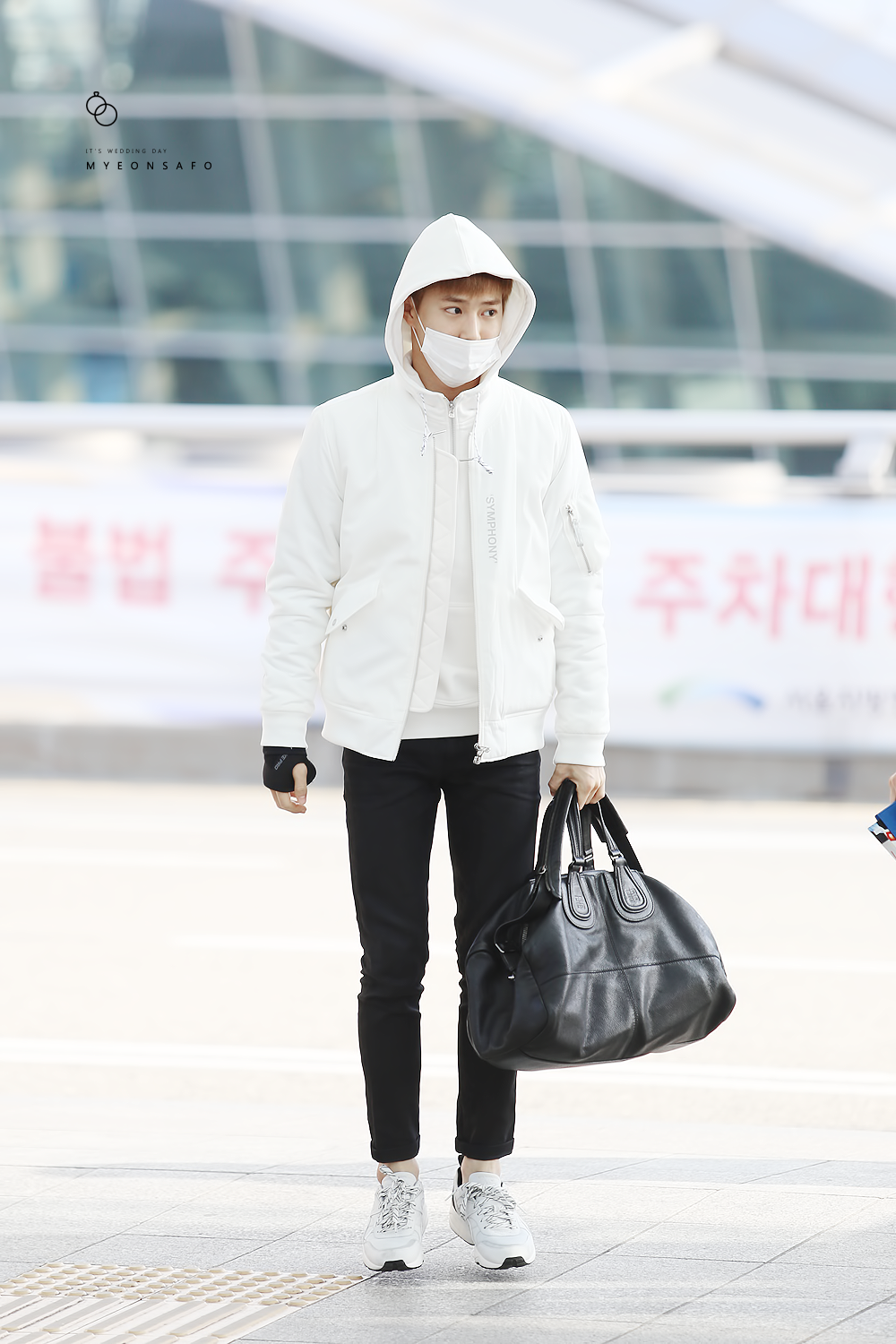 151120: EXO Suho (Kim Joonmyun); Incheon Airport to Macau ...