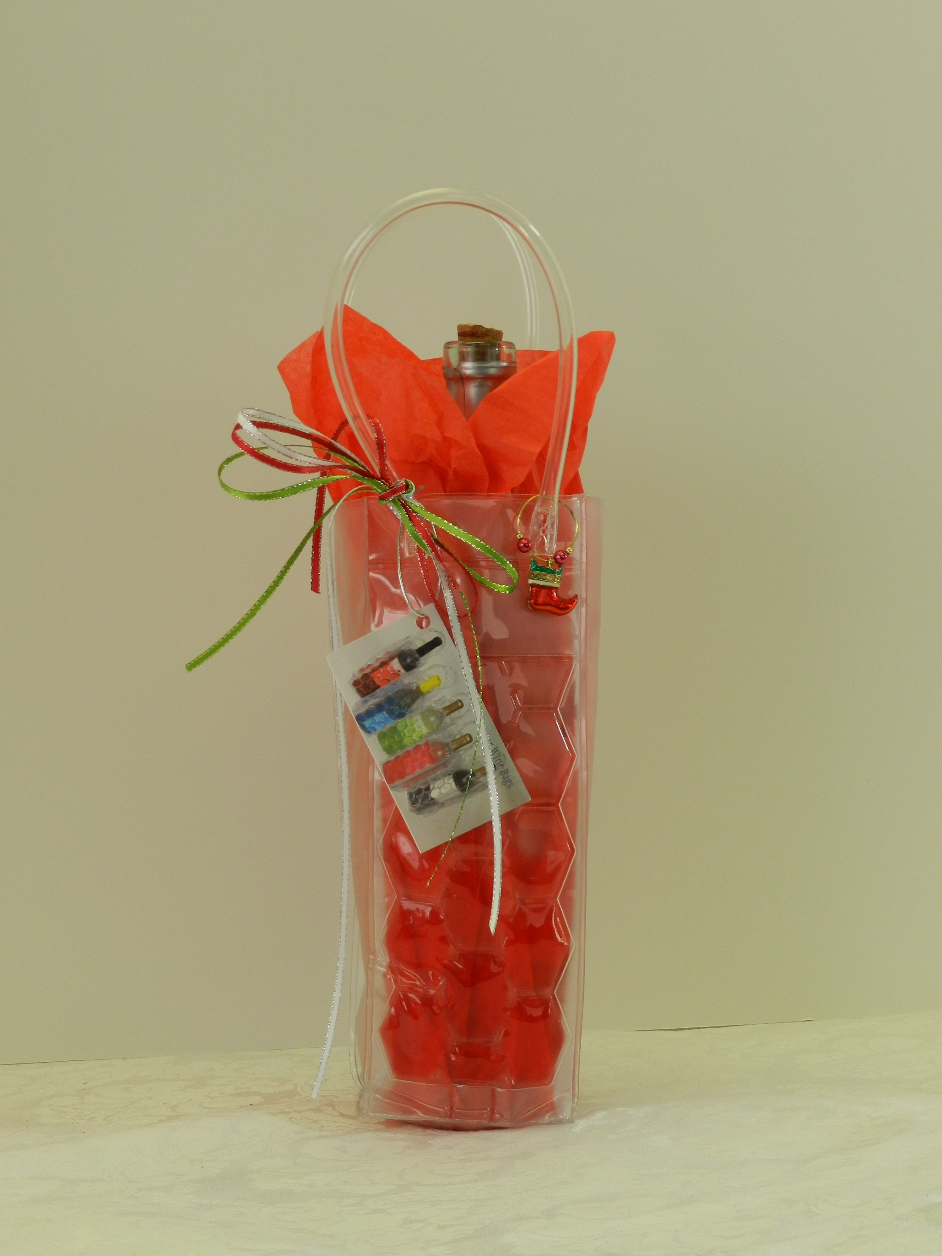 Freezer Wine Bag Red Merry Christmas The Bags Can Be Purchased At Www Statuschic Com Just Add Tissue Paper A Bottle Of Your F Wine Bag Wine Charms Merry