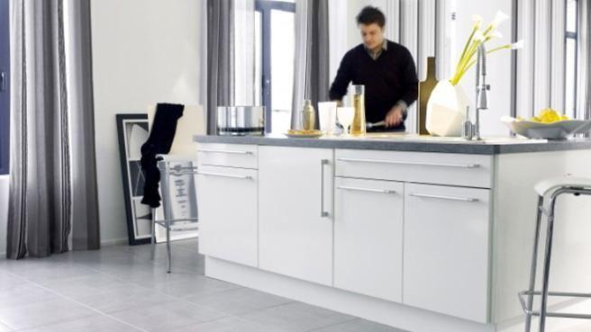 Quel Carrelage Avec Une Cuisine Blanche Recherche Google - Cuisine avec carrelage gris pour idees de deco de cuisine