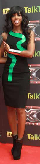 Who made Kelly Rowland's green and black dress that she wore in London?