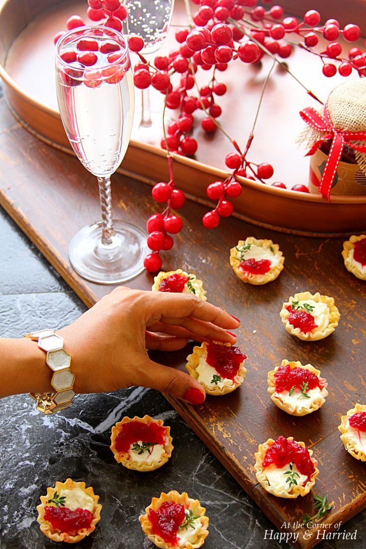 Cranberry & Cream Cheese Mini Phyllo Bites (Christmas Party Appetizers)