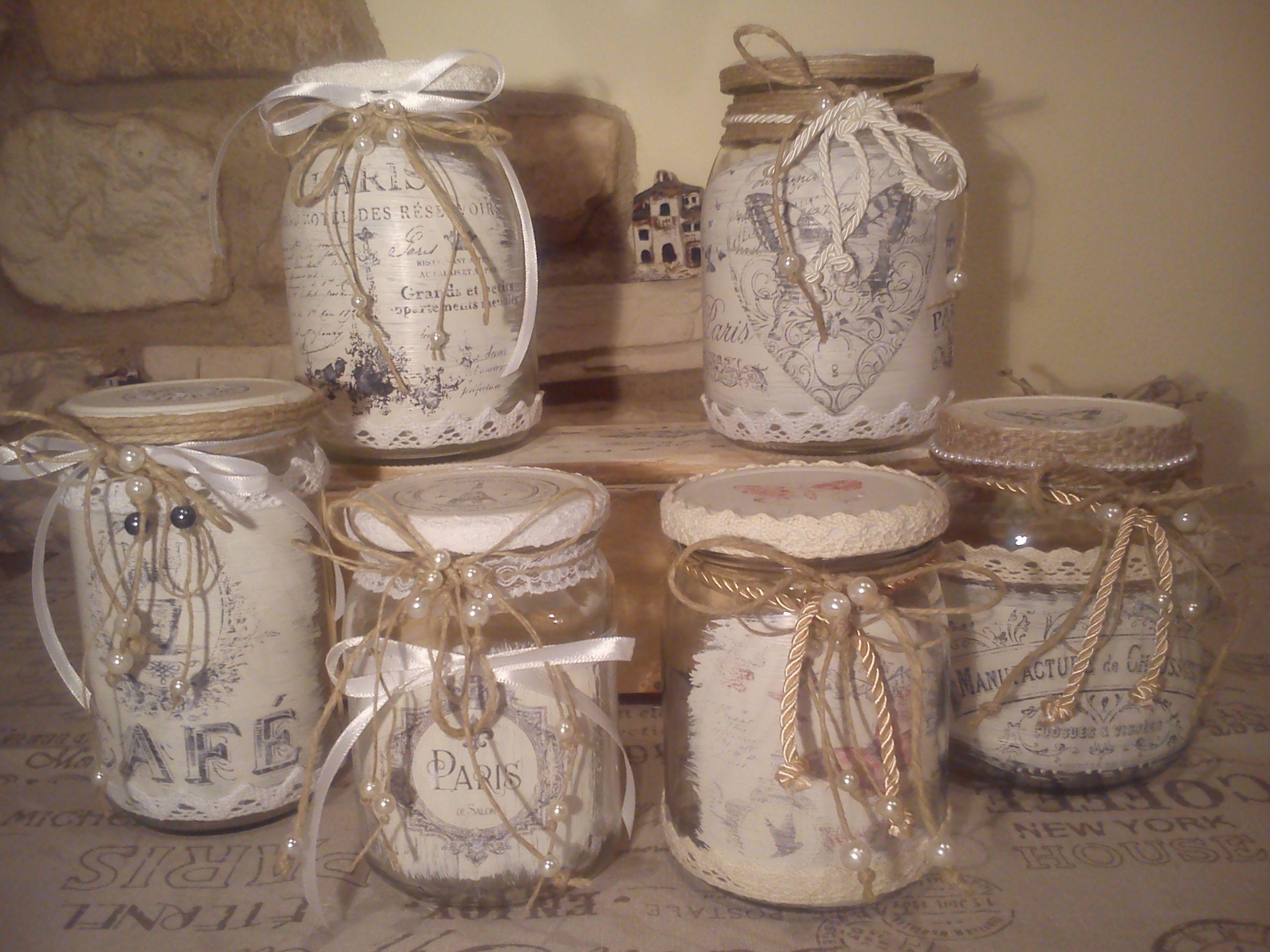 Riciclati vari vasetti di vetro e decorati in stile shabby