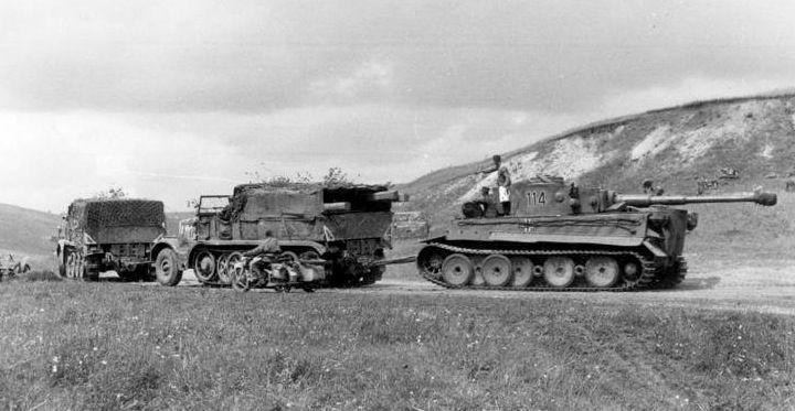 Bundesarchiv_Bild_101I-022-2926-11A, _Russland, _Abschleppen_eines_Tiger_I.2