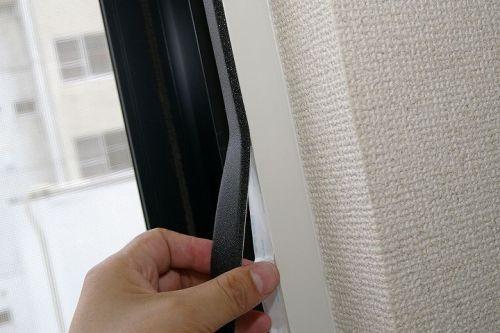 窓に隙間テープを貼ると様々な効果が どんな効果を得られるの の記事の10枚目の画像 どんより テープ 窓