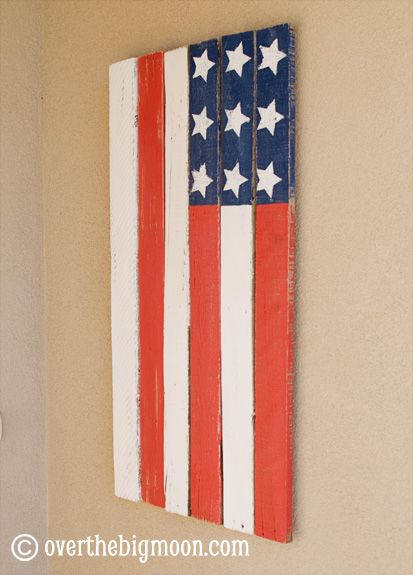 I really want to get my hands on some pallets for many crafts... like this pallet flag