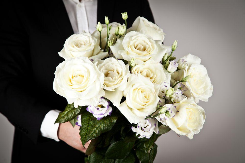 weisse rosen schenken mit jetzt rosen bestellen und rosen versenden weisse. Black Bedroom Furniture Sets. Home Design Ideas