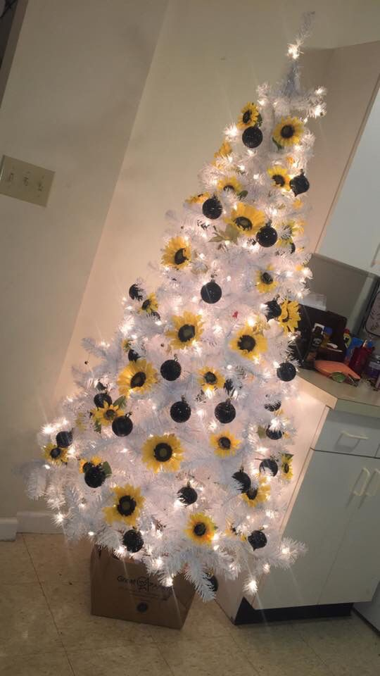 #sunflowerchristmastree
