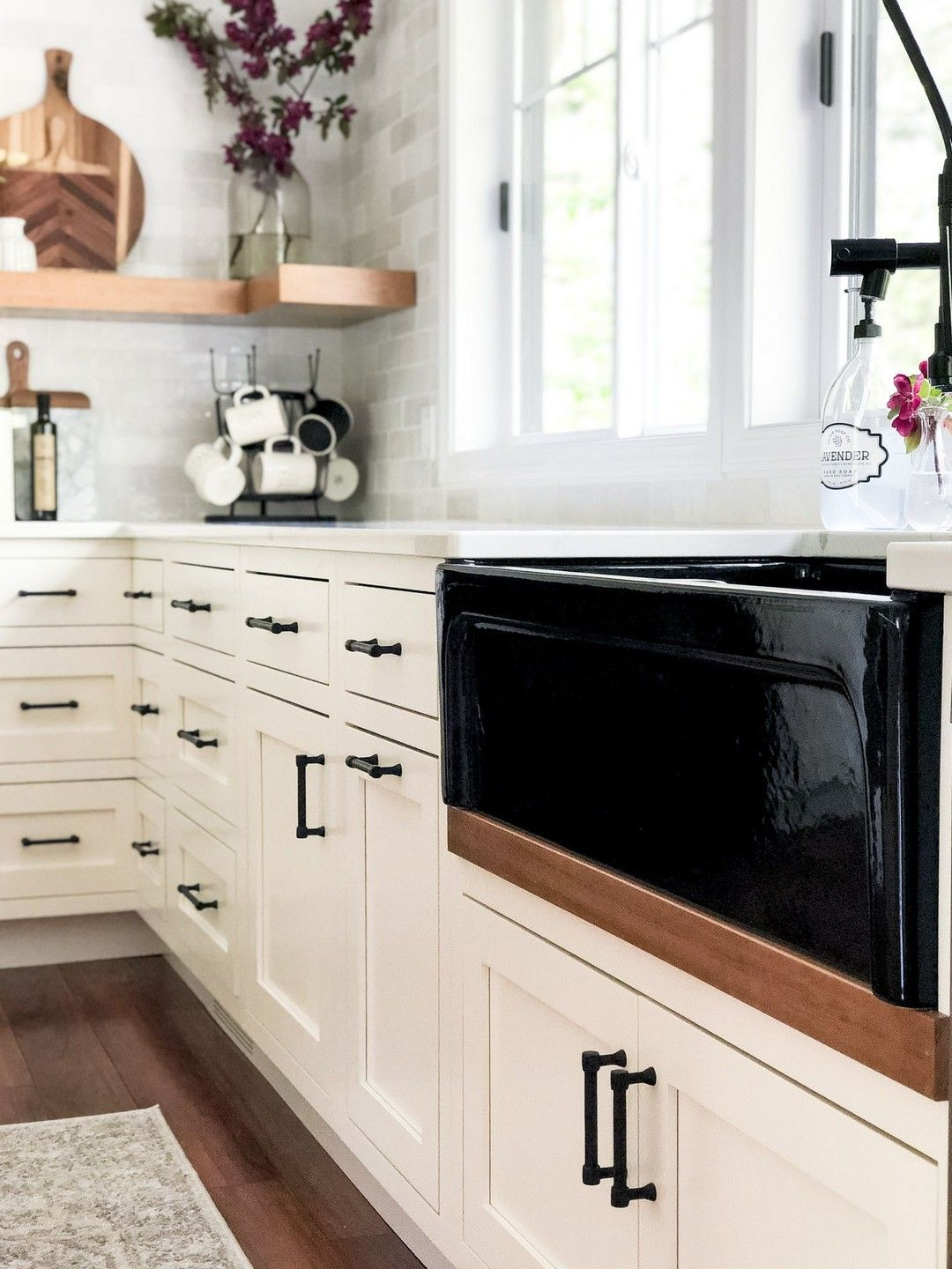 White farmhouse sink, oil rubbed bronze hardware