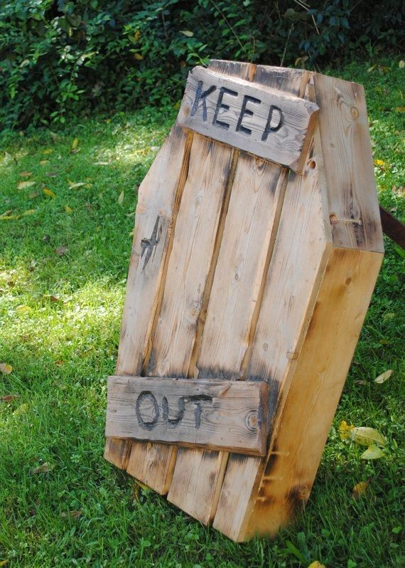 2014 Halloween Pallets Coffin Decoration In The Yard Keep Out