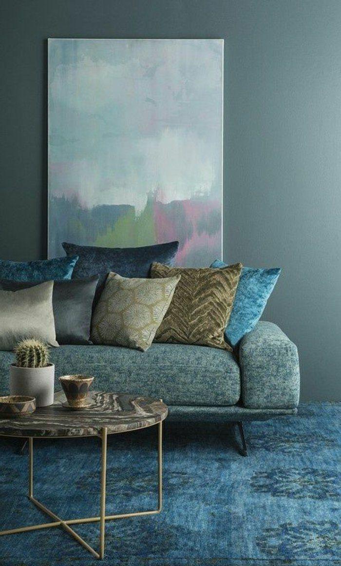 peinture bleu canard, peinture abstraite, table ronde le pateau en marbre, tapis bleu