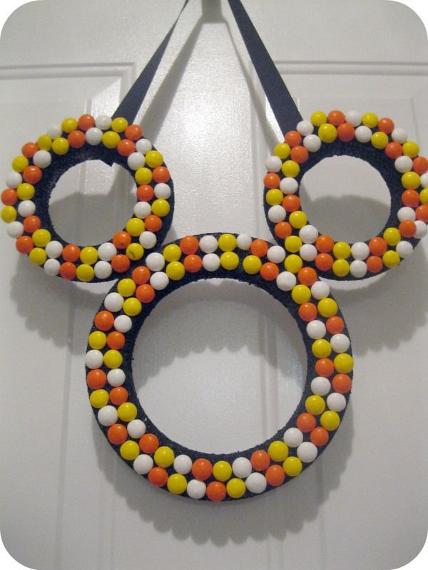 candy corn mms mickey mouse wreath craft - Halloween Candy Wreath