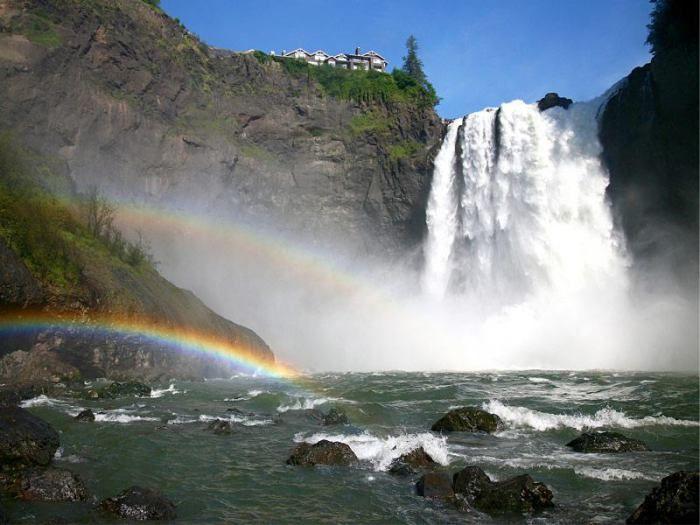 Живописный водопад в Вашингтоне.