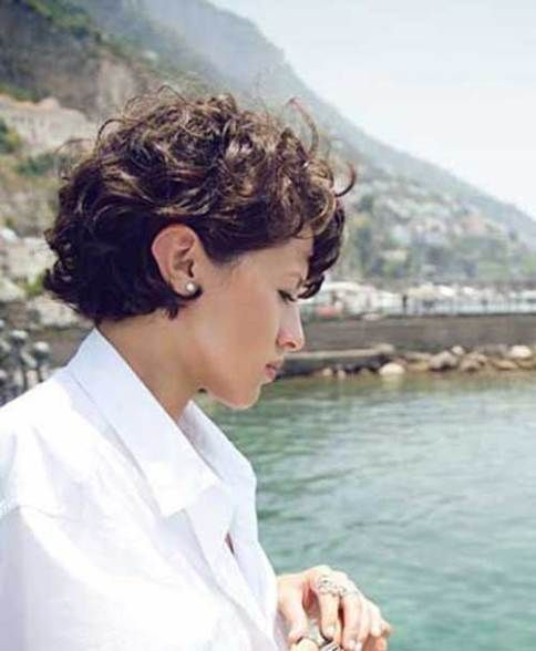 40 Incredibly Pretty Short Hairstyles For Curly Hair That Make You Say Wow Frisuren Frisuren Fur Lockiges Haar