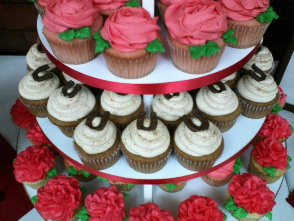Kentucky Derby Cupcakes - Horseshoes and Roses | Specialty ...