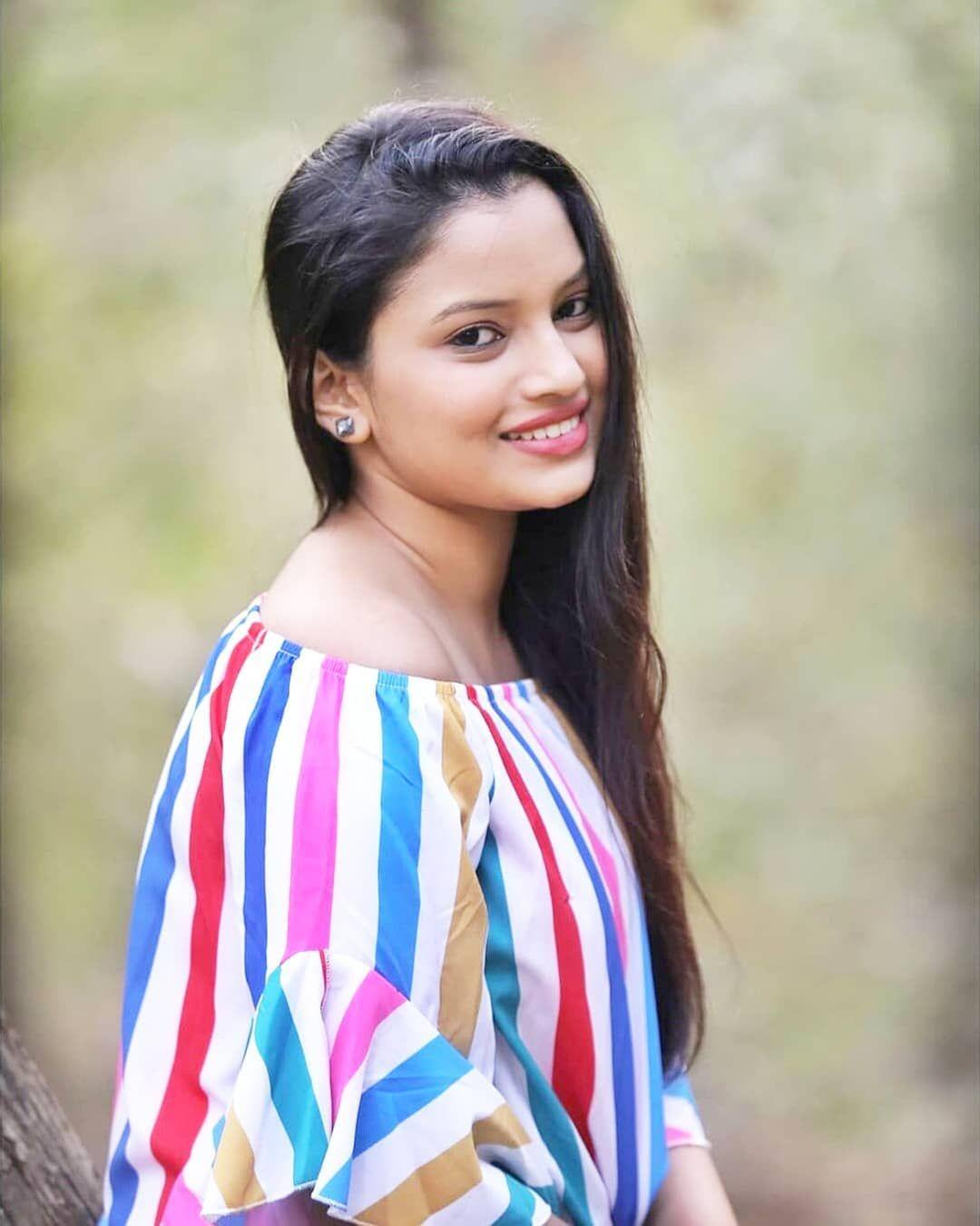 मनमोहक राजेश्वरी खरात | Beautiful Rajeshwari Kharat #rajeshwarikharat  #marathiactress | Tie dye top, Dyed tops, Striped top