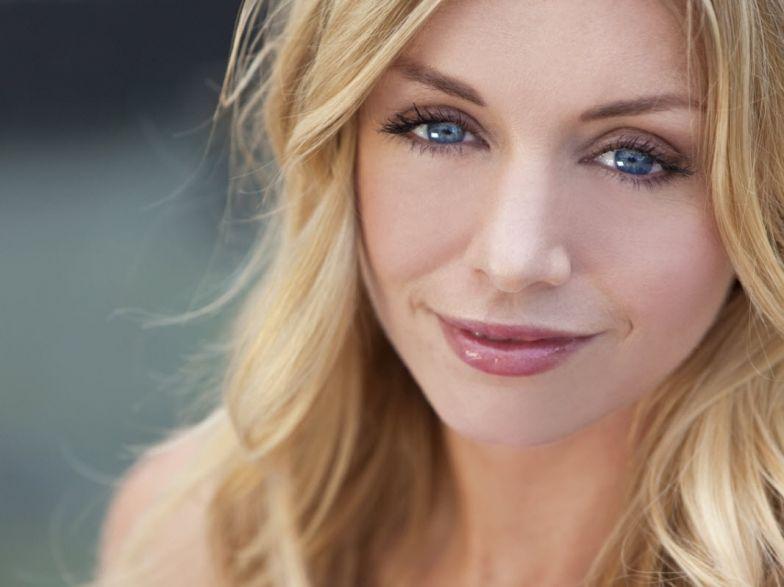 Souvent Quel maquillage pour une blonde à peau claire et aux yeux bleus  QA77
