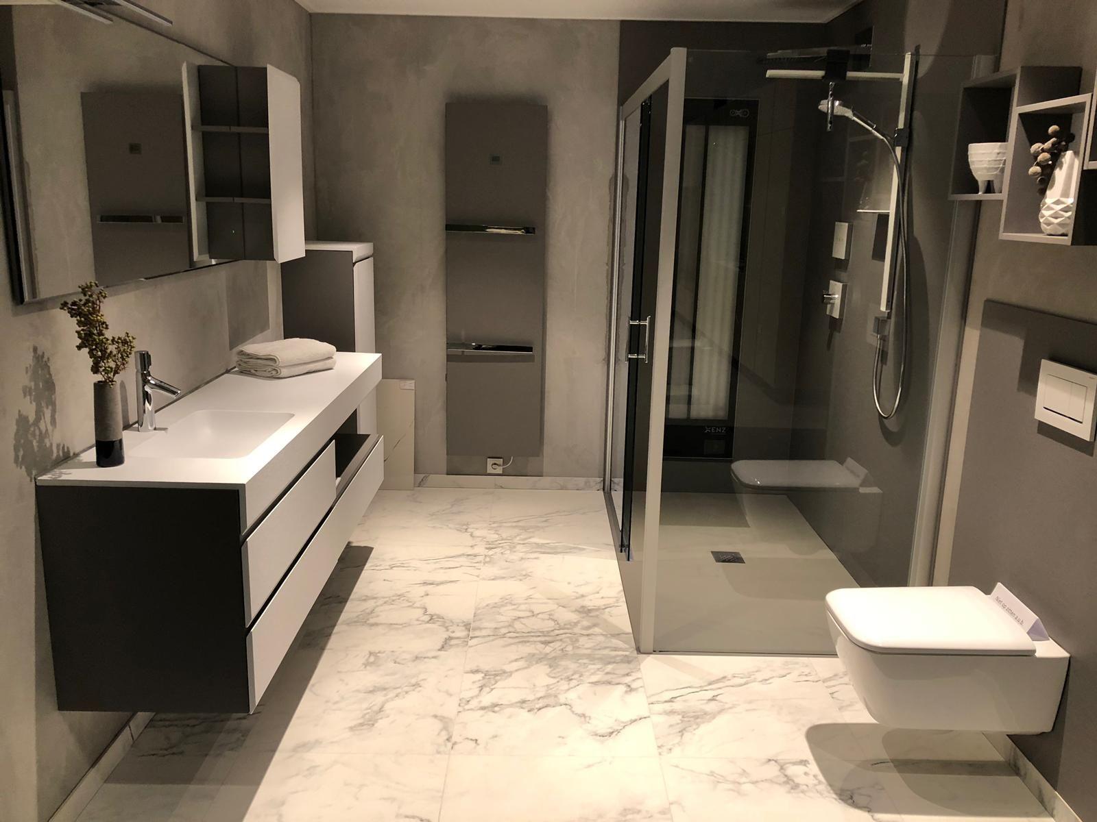 Deze strakke badkamer is van alle luxe voorzien het