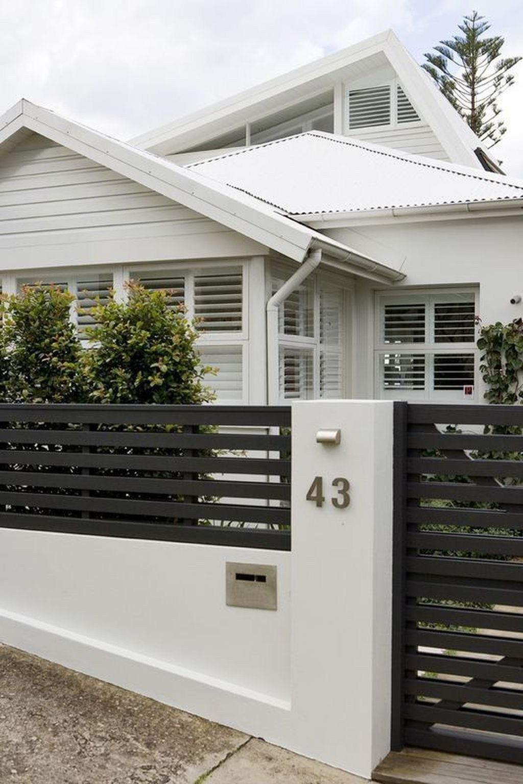 50 Front Yard Fence Ideas That You Need To Try Sweetyhomee Modern Fence Design House Entrance Modern Front Yard