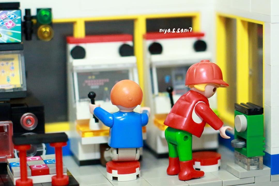 On instagram by myassam7  #arcade #microhobbit (o)  . 동전을 바꾸자 To change coins . 2015. 12. 20 . #PLAYMOBIL #Arcade #oxford #bm35210 #플레이모빌 #옥스포드 #오락실