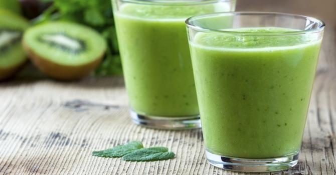 Recette de Smoothie vert avocat, ananas, coco et kiwi mange-graisse . Facile et rapide à réaliser, goûteuse et diététique.