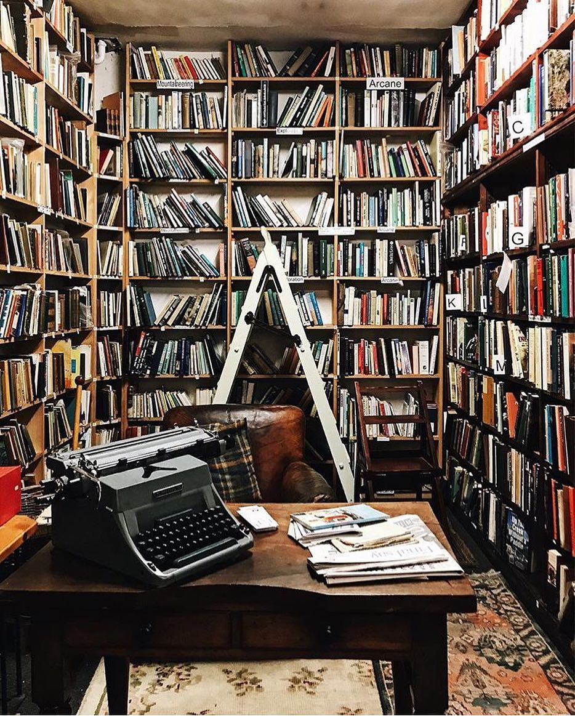 Met Createchange Elice F Visits The Bookshop The Largest Second