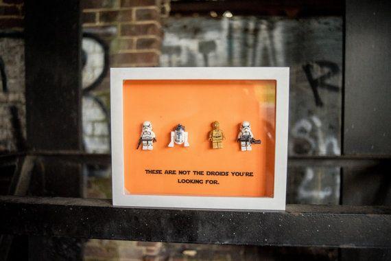 Titre  « ce ne sont pas les droïdes que vous cherchez » Une main - installer un cadre de porte