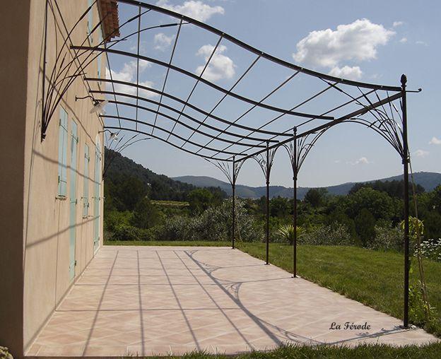 Pergola sur mesure en fer forgé en vague grande terrasse décor Joncs ...
