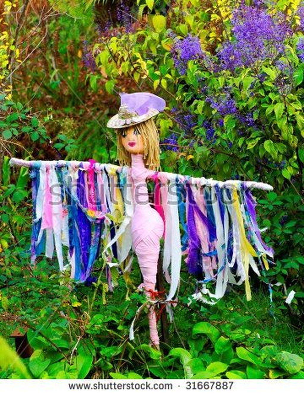 20+ Fabulous Garden Scarecrow Ideas