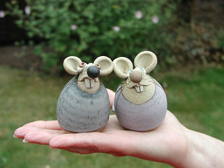 Collectable Miniature Pottery Church Mouse | hand-made pottery from Muggins Pottery in Leicestershire – wedding gifts, birthday presents, christening presents and anniversary gifts. – Boda fotos