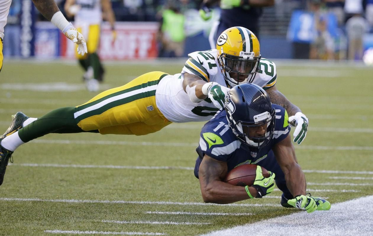 d18912273 Green Bay Packers free safety Ha Ha Clinton-Dix (21) tackles Seattle  Seahawks