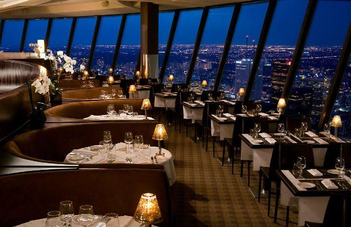 Quand Les Rôles S'inversentl'homme Envahit Le Monde Des Aliens Inspiration Skylon Revolving Dining Room Decorating Inspiration