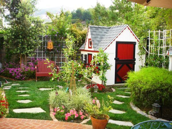 garten gestalten gartenhaus steinplatten im rasen, Gartenarbeit ideen