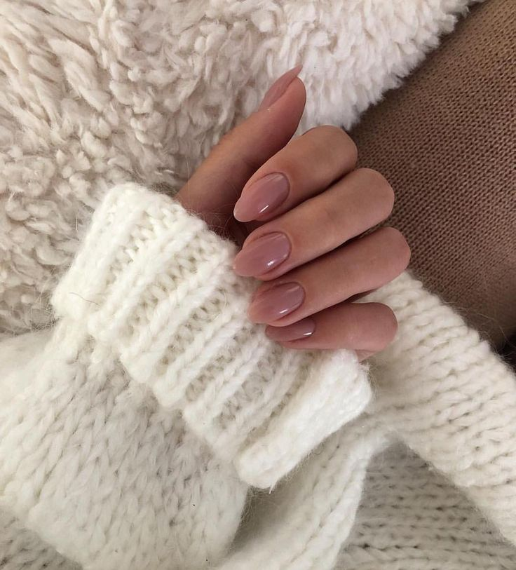 """MAJOR STREET STYLE on Instagram: """"Cozy sweater and pretty nails �"""""""