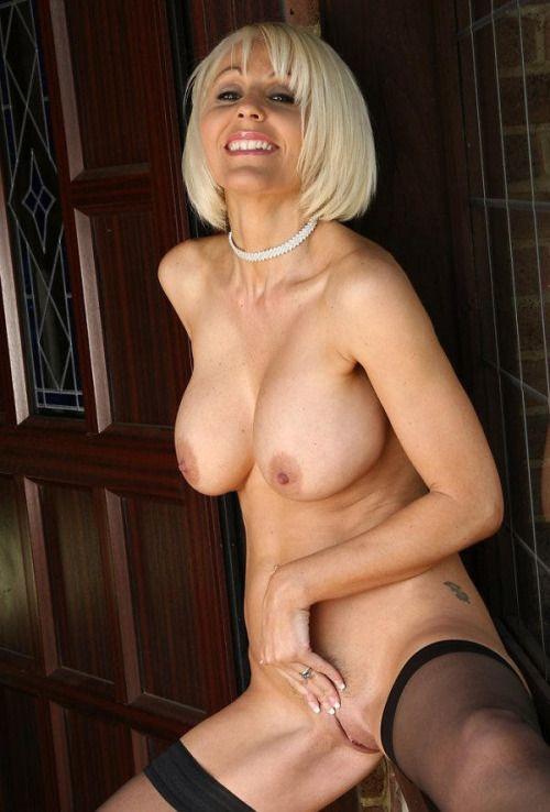 2 belges blondes aux gros seins sodomisees dans une partouze - 3 6