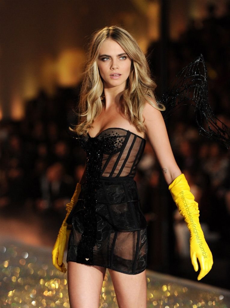 9b71d8b965 Cara Delevingne Victoria Secret Fashion Show