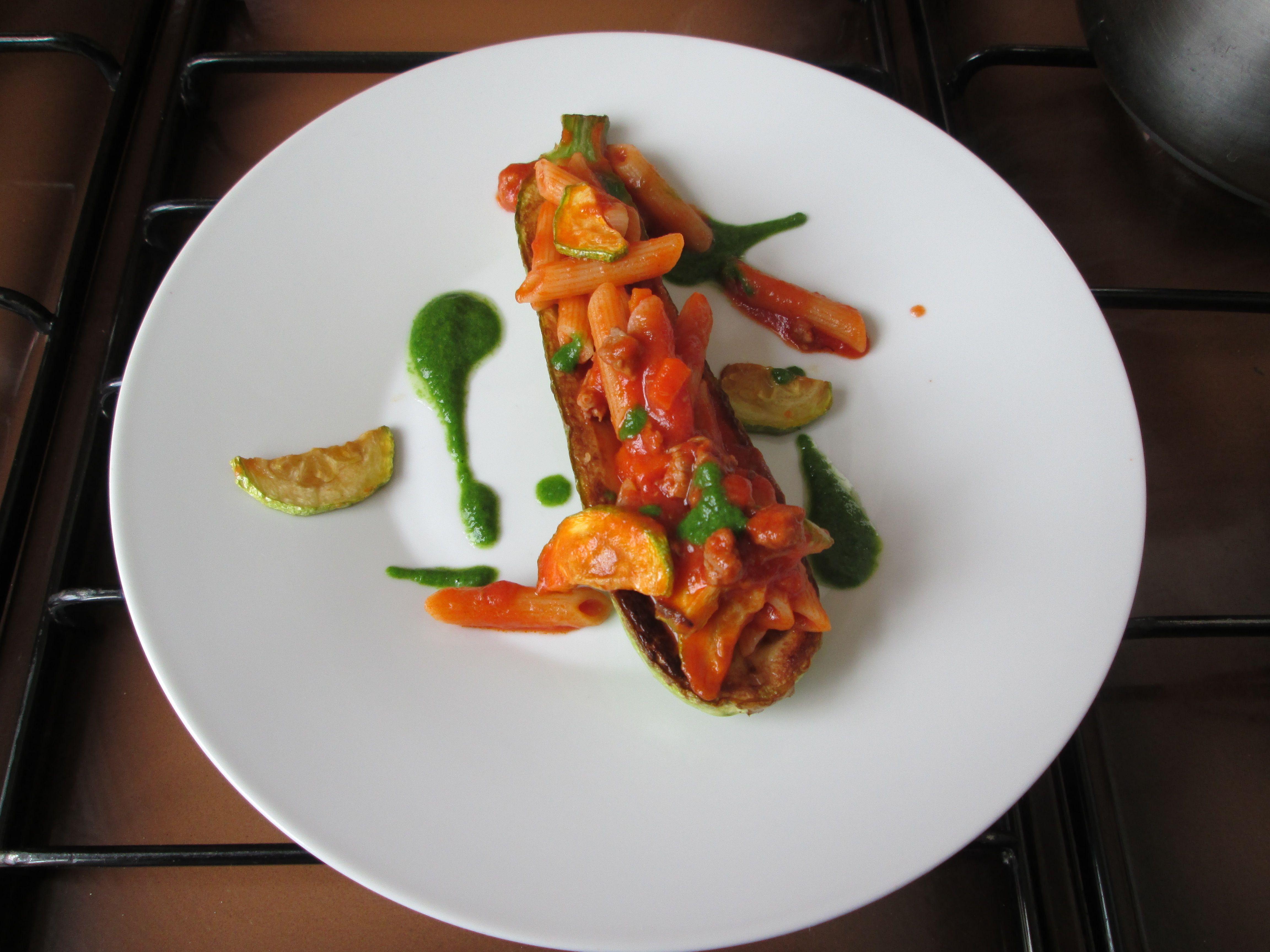 Pàtes  Penne avec  ragòut à la  bolognaise courgette  frits  et  pesto de  roquette Gino D'Aquino