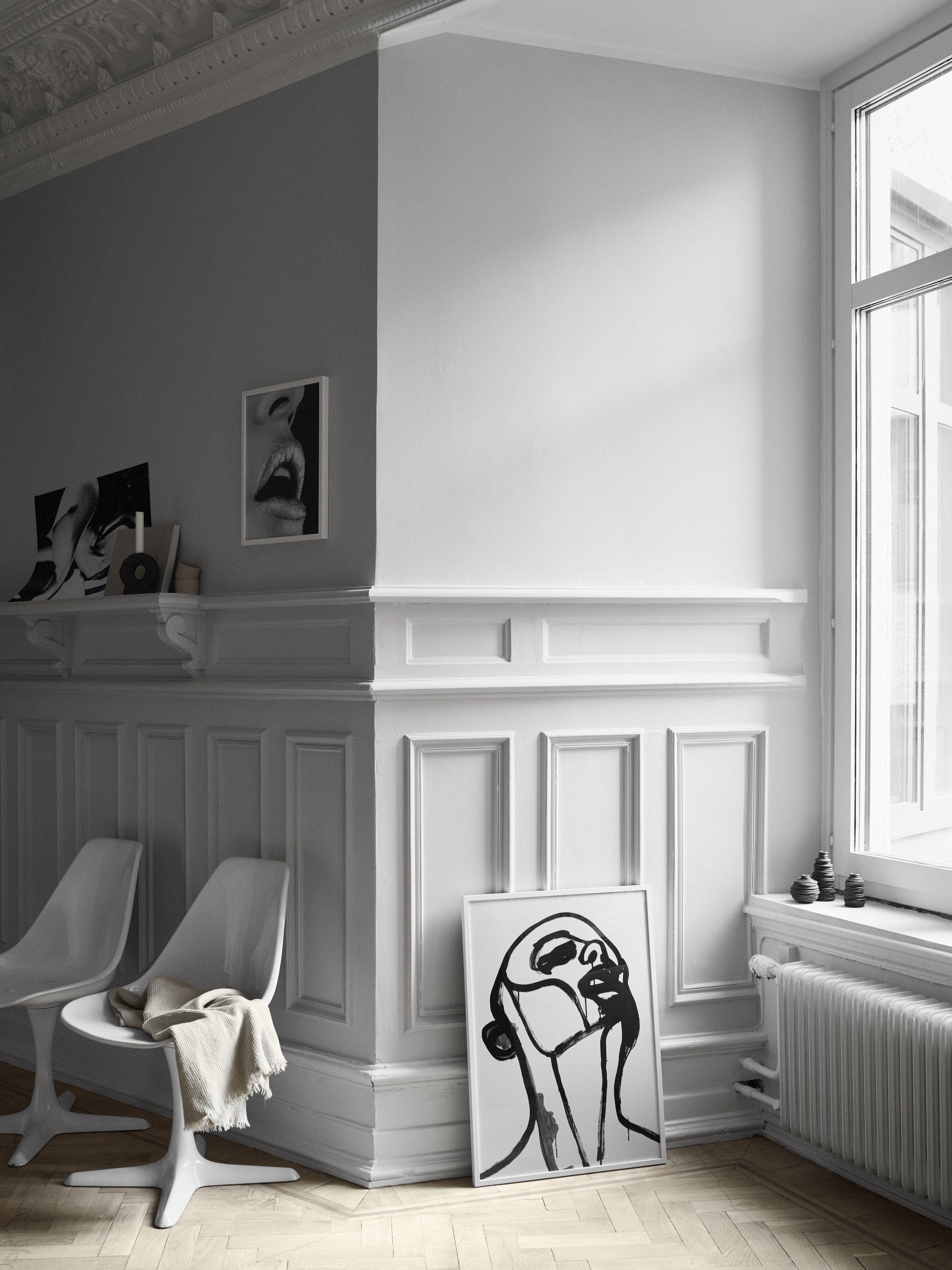 Perfekt Esszimmer Wohnzimmer Altbau Wandgestaltung Hellgraue Wandfarbe Stühle Design  Kunst Porträt Schwarz Wanddeko Modern Skandinavisch Schlicht Minimalistisch