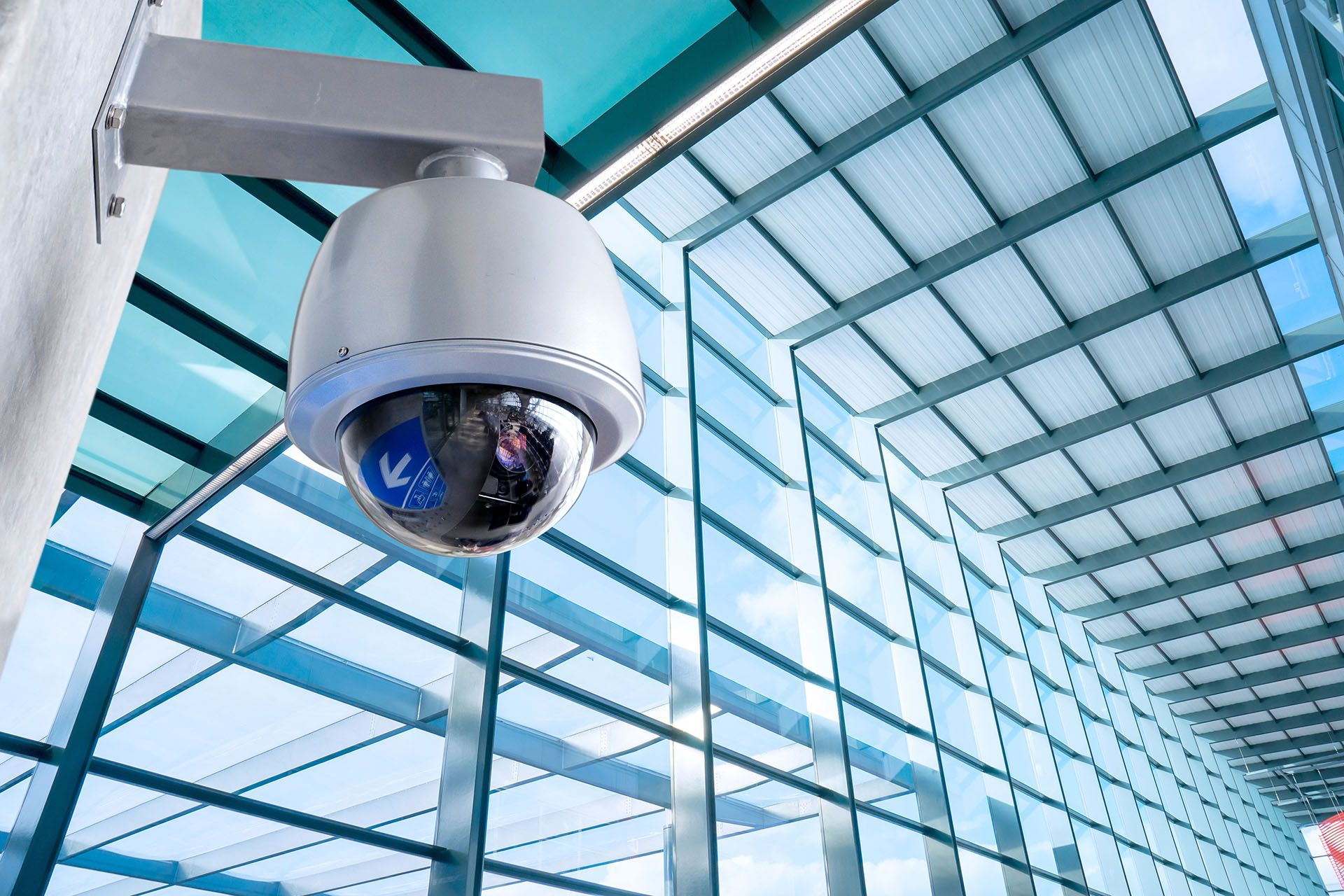 Keep Yourself Your Family Friends Colleagues Or Customers Safe In Your Home And Cctv Security Systems Security Cameras For Home Home Security Camera Systems