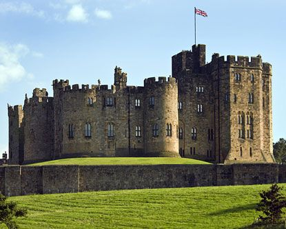 I Want To See The Harry Potter Castle That They Used For The First Two Movies I Want To Eat In The Great H Alnwick Castle Scotland Castles European Castles