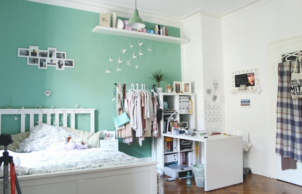 Süß eingerichtetes Zimmer für Frauen Türkise Hintergrund mit