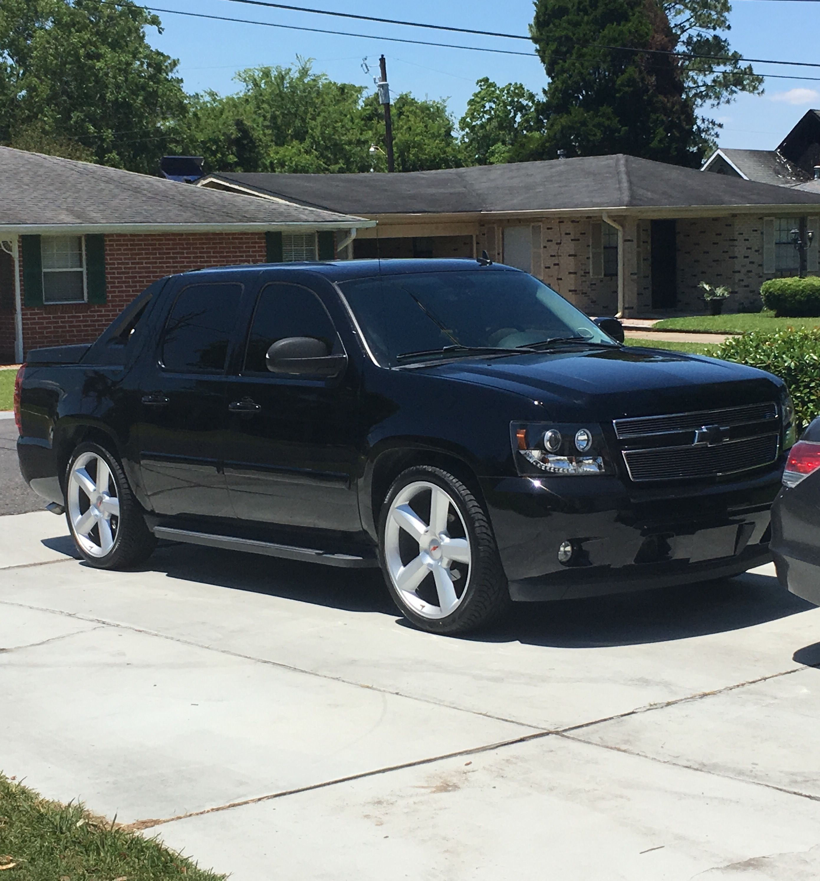 25+ 2004 Escalade On 24S