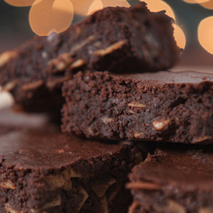 The classic flavors of chocolate and peanut butter meld together in this brownie-like treat.