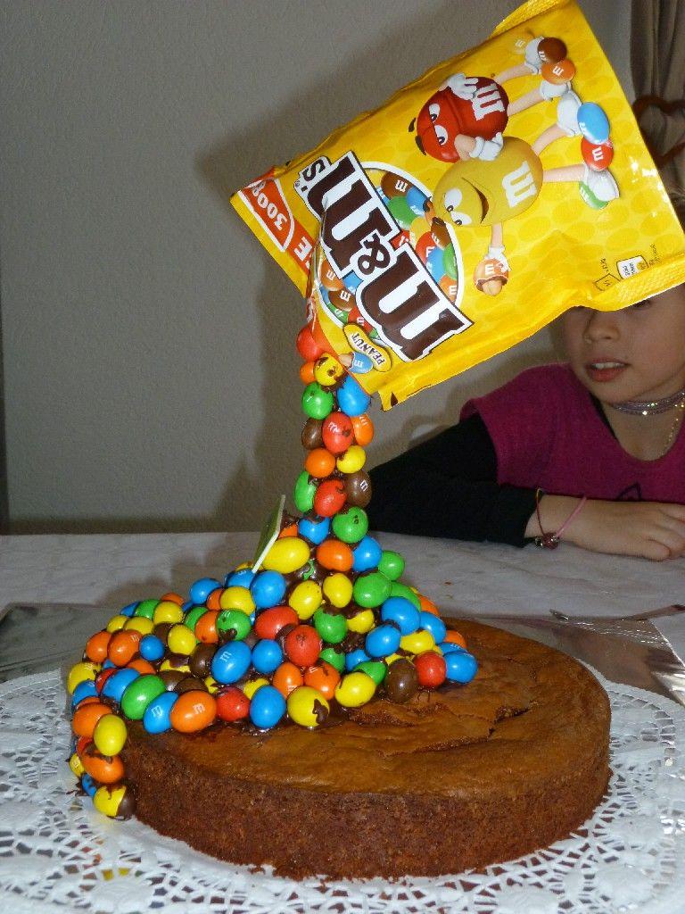 Gâteau suspendu aux m&m's. Un vrai succès et mon fils était hyper content.